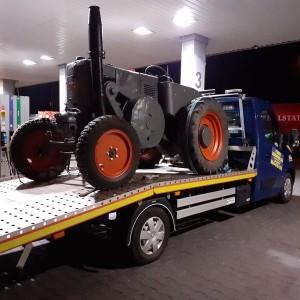 pomoc drogowa traktor na lawecie